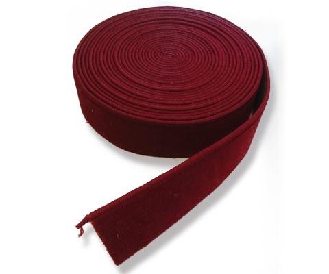 Teppichboden Sockel gekettelt mit Klebeband